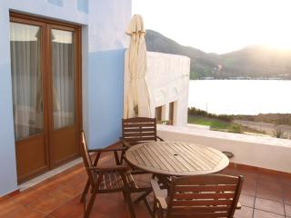 Blue Wave Villa Tilos (Car included), Livadia