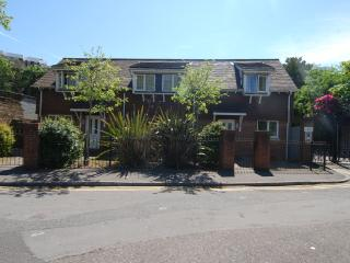 No 3, Beautiful 2 bedrooms, Close Beach and Town