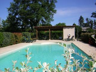 La Bruyere-2 bed villa & restaurant & pool access!