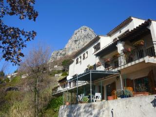 JdV Holidays Gite Champignon, 2 bedrooms & pool in tranquil setting near village