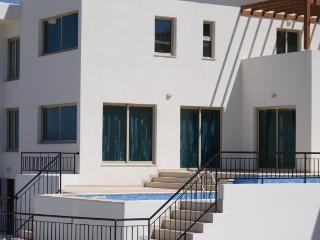 Villa Kefi, Latchi