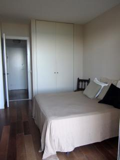 Dormitorio principal y pasillo acceso a baño y segundo dormitorio