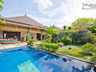 Gorgeous pool and top tropical garden in Seminyak, Kerobokan