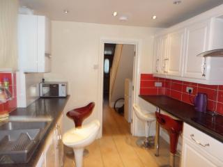 4 Bedroom house (G)  (2 bathrooms) London