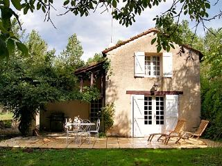 Cosy cottage all to yourselves: 700m walk to village, beautiful views, gardens
