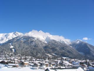 Panorama-Apartment Isser with best views Seefeld and sunny garden with BBQ