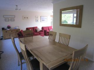 Hill Side located in the delightful village of East Dean sleeps 5
