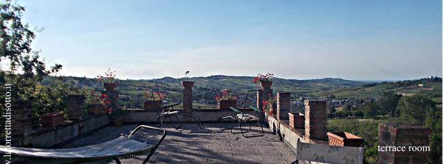 terrazzo panoramico, dove fare colazione, cena a lume di candela, leggere, prendere il sole, wifi