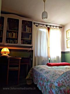 camera studio della suite artemisia, per i bambini, due amici, leggere e scrivere!