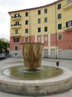 Piazza e Ingresso palazzo