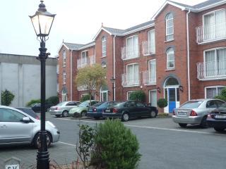 Derrynane Sq - Modern 2 Bed Apartment, Dublin
