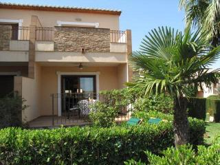 Sol de Azahar 9, apartment with sea views, Wi-Fi, air con, UK TV, sleeps 4
