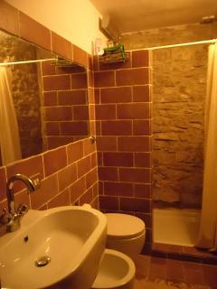 bagno con wc & doccia