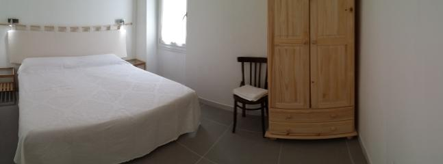 Josso double room with private bathroom (on 1st floor), A/C, Tv led, window