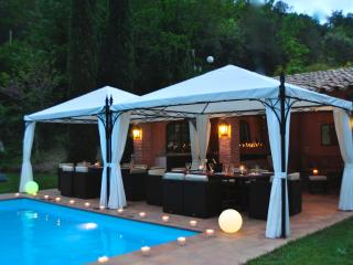 GLAMOROUS VERY CHIC VILLA .TOTAL SECURITY PAYMENT, Vallgorguina