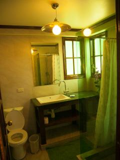 Bedroom 4 ensuite bathroom