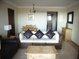 Spacious 2 Bedroom Beach Appt with Air Con & WIFI