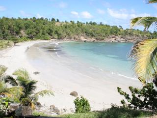 Two Bays Villa at Cabier in the original and natural Caribbean, Crochu