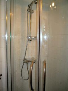 En suite shower room-lower ground floor