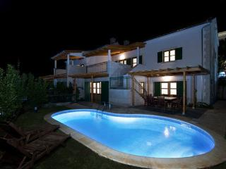 Villa for whole Family 50m from Sea, Hvar