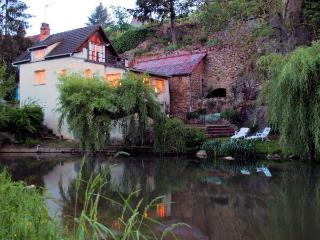 Riverfront House in Semur