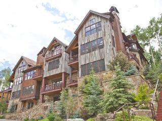 9 Trails Edge - 3 Bd, 3.5 Ba Luxury Penthouse - Sleeps 7 - Ski In Ski Out Access onto Double Cabin Ski Run, Mountain Village