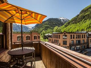 Pine Street Penthouse - 4 Bd / 4.5 Ba - Sleeps 9 - Luxury Penthouse Property in Ideal Central Downtown Telluride Location!