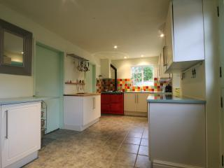 Fully equipped kitchen with Aga (instruction given if needed)
