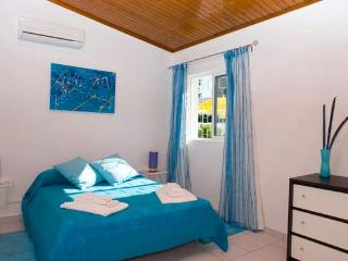 Villa Cisne main bedroom with en suite facilities