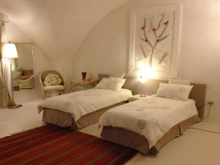 Stylish apartment in the middle of Florence, two bedrooms, sleeps six, wi-fi available