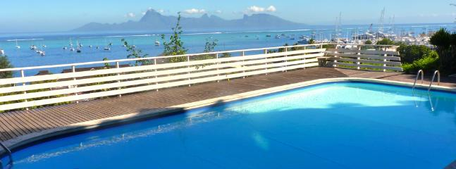 Swimming Pool with view on sea and Moorea