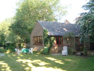 GARDEN COTTAGE in GOOD CENTRAL LOCATION