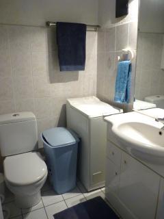 Bathroom / Toilets