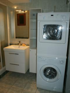 Machine à laver et sèche linge (salle de bain)