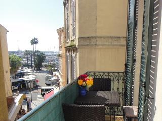 HEIDI apartment: seaview balcony + fantastic location in Central Cannes, A/C