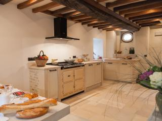 The fully fitted kitchen with AGA cooker