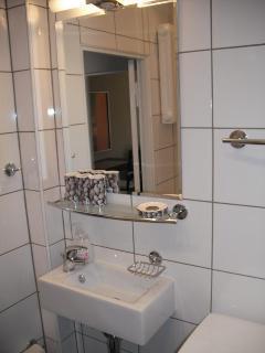 Badezimmer/Toilette - bathroom/toilette