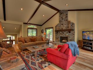 Luxury Mountain Home with Private Hot Tub, Steam Shower and Full Amenities (ME24)