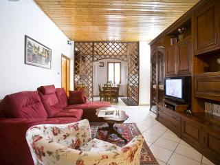 2 bedroom apartment with available wi-fi in historic centre of Florence, Florença