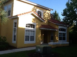 Superb 4 Bedroom town house 3 miles from Disney, Kissimmee