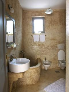 Master en suite bathroom 2