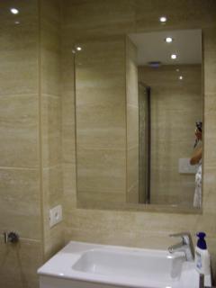 PS3 Shower room off bedroom