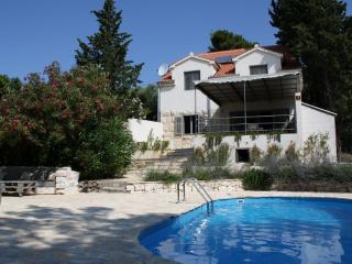 Seafront villa with swimming pool
