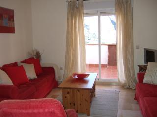 La gran sala de estar con puertas a la terraza con vistas fantásticas