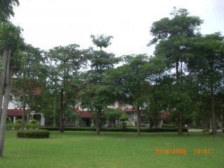 Ban Pae Villa, Phe