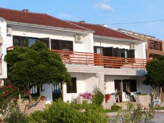 Apartment Tedo, well equipped, clean, and spacious, Komarna