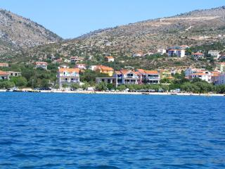 NEW BEACH 4 STAR LUXURY APARTMENT 3 BEDROOMS 3 BATHROOMS, FREE BOAT BERTH