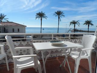 Beach Front Holiday Apartment, Caleta de Vélez