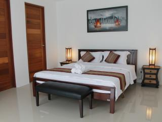 Cozy B&B With Pool and Parking, Bang Lamung