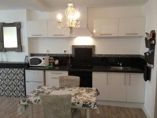 Albert Kitchen, full size oven, microwave, hob, coffee machine...